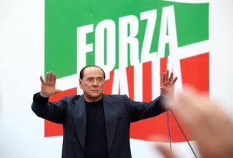 Berlusconi sul palco ansa
