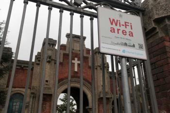 cimitero wifi fotogramma