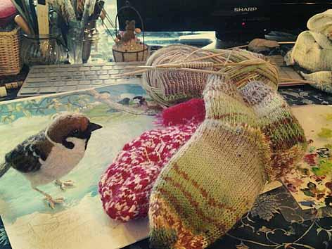 スズメとイラストと編み物2