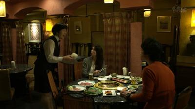 TBS 安堂ロイドで柴咲コウと部下が焼き肉屋に行ってライスを持ってきた店員が何故か韓国語で説明しながら配膳