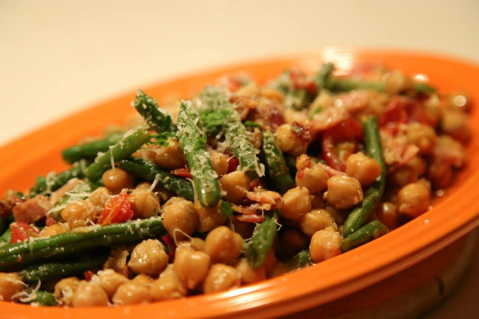 Garbanzo beans with bacon, tomato, green beans