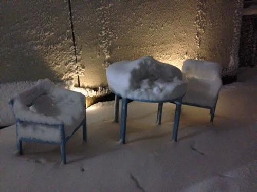 11雪のベンチ