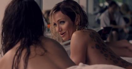 『悪の法則』 キャメロン・ディアス演じるマルキナ。背中にはタトゥーが。