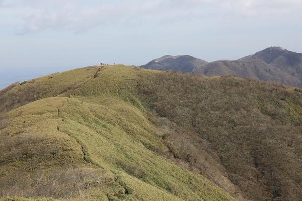 雨乞岳から東雨乞岳を眺める。