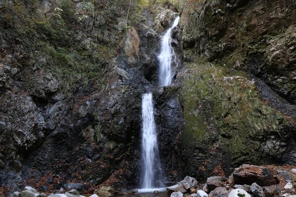 大滝。これは通れん。