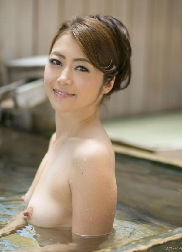 北条麻紀 露店風呂しっとり熟女ヌード画像108枚の001枚目