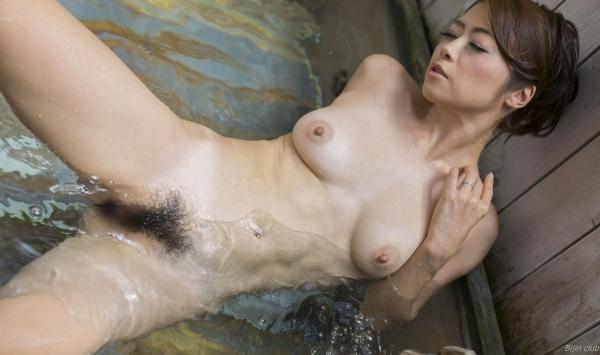北条麻紀 露店風呂しっとり熟女ヌード画像108枚の047枚目