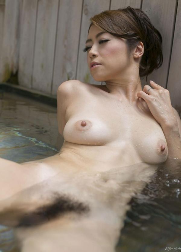 北条麻紀 露店風呂しっとり熟女ヌード画像108枚の048枚目