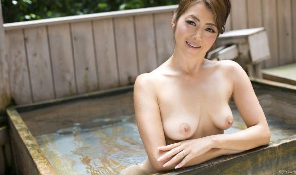 北条麻紀 露店風呂しっとり熟女ヌード画像108枚の052枚目