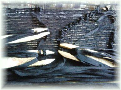 黒の引き返し織り