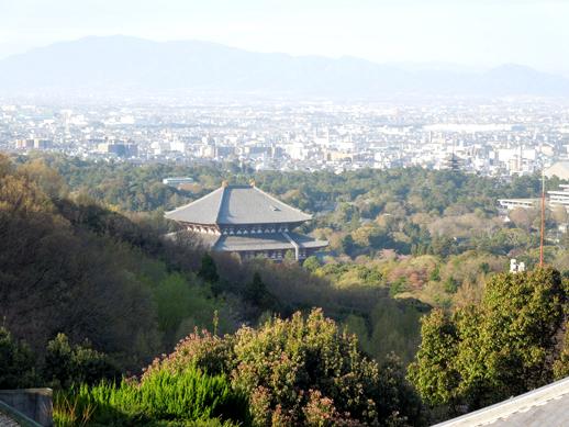 朝日の中の東大寺