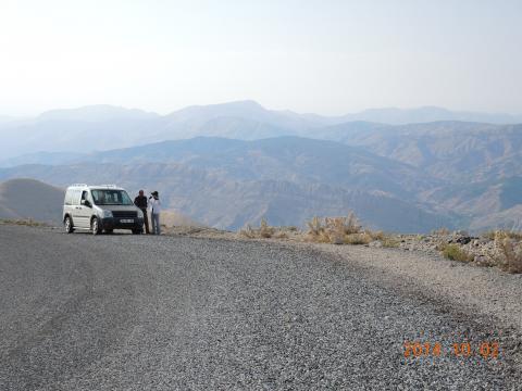 ネムルート山に向かう道路