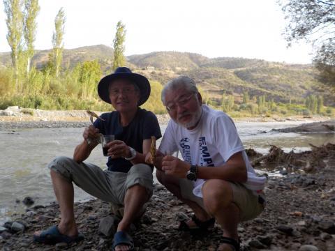 シロ川での魚とり 2