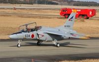 百里基地所属の T-4 練習機