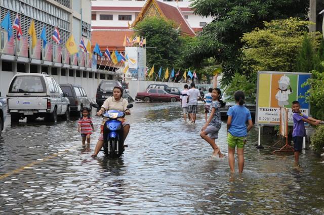 洪水バンコク