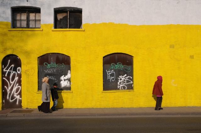 イーストロンドンの黄色い壁