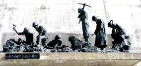 ダム建設彫刻