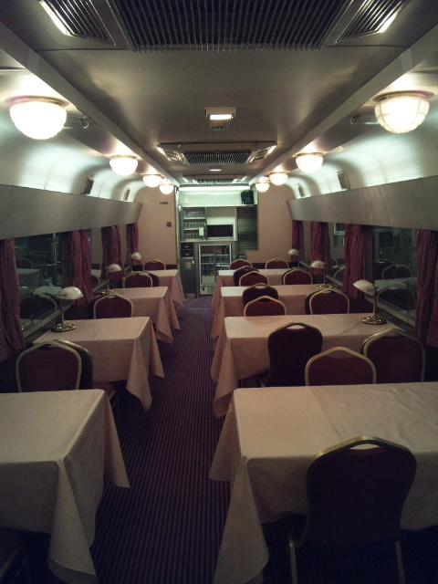 食堂車-2