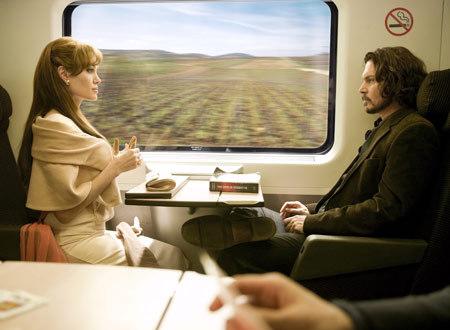 列車の中で知り合う2人