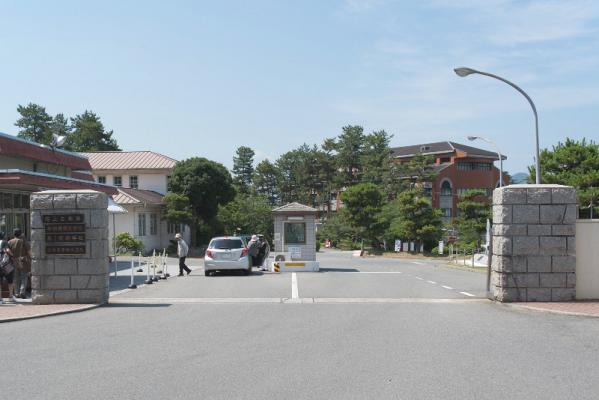 第1術科学校正門