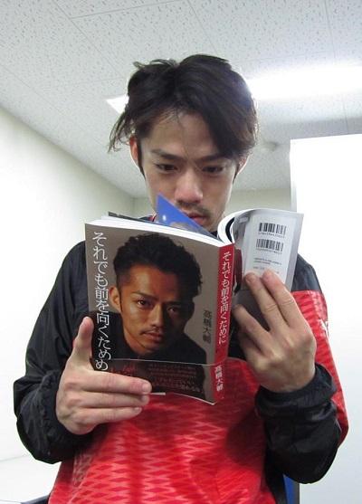 本を読む大ちゃん(縮小)