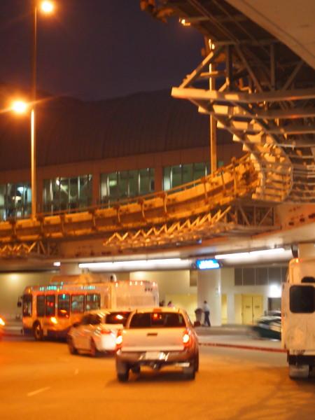 ロサンゼルス空港 (C)表参道・青山・原宿・外苑前・渋谷・東京都内・源保堂鍼灸院 肩こり・腰痛・生理痛・頭痛など