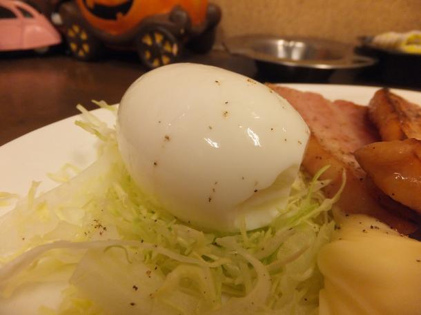 あぶりベーコンの半熟卵乗せ
