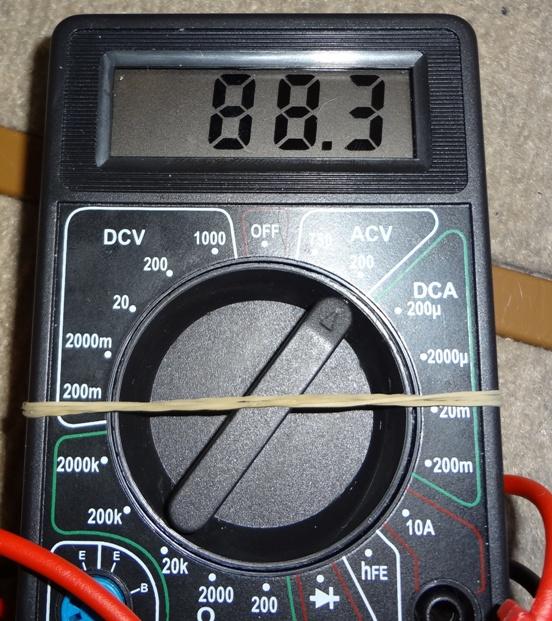 電圧88V