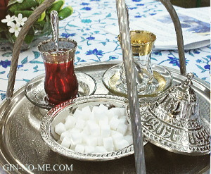 トルコのカフェで使うトレイ