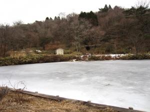 オルゴール館池結氷