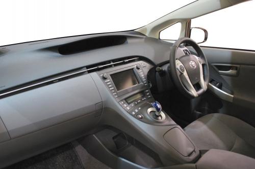 2009_Toyota_Prius_03