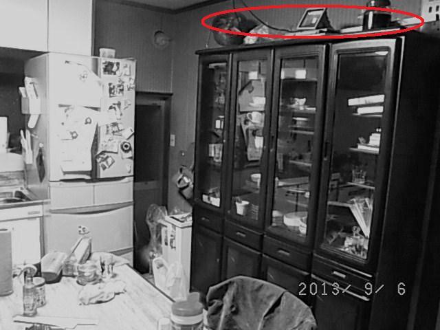 キッチン食器棚場面