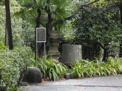 月桂院のキリシタン灯篭