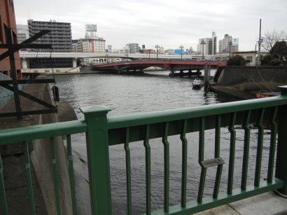 柳橋と、柳橋から見た両国橋