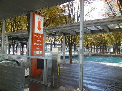 けやき広場のレストラン入口