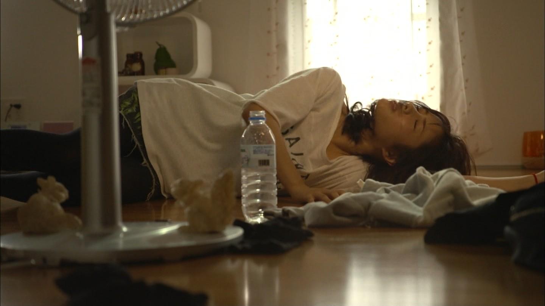 ドラマ「ディア・シスター」で妊娠検査をする石原さとみ