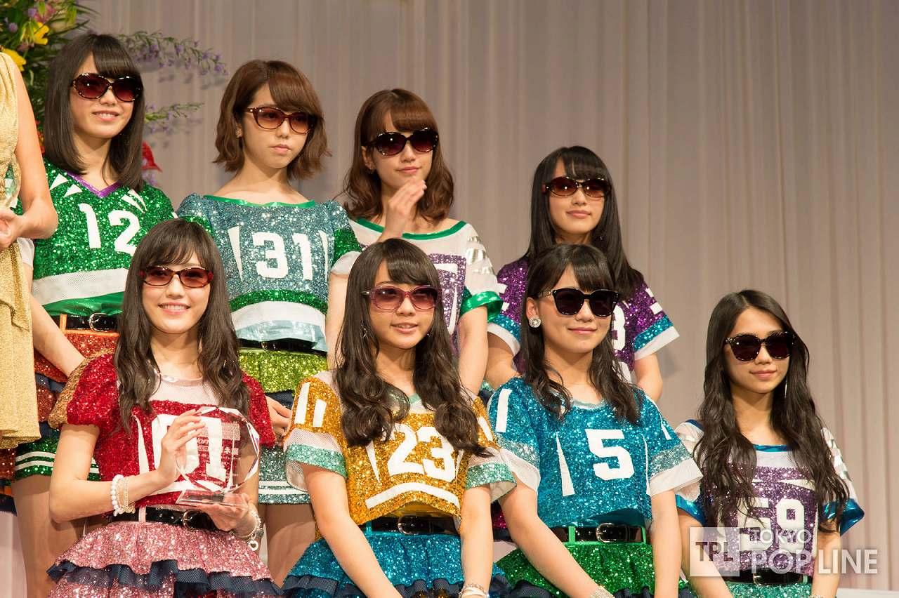 「第27回日本メガネベストドレッサー賞」を受賞したAKB48、渡辺麻友、峯岸みなみら