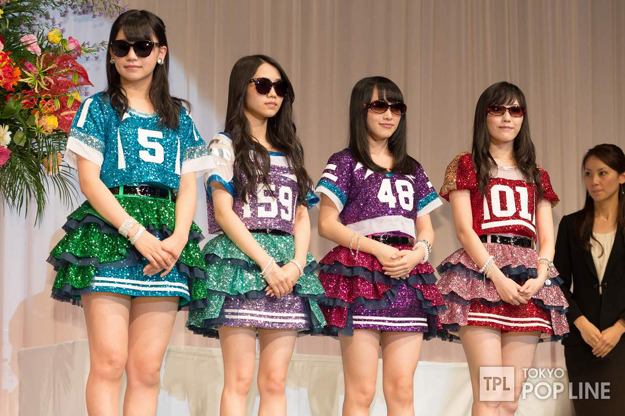 「第27回日本メガネベストドレッサー賞」を受賞したAKB48、渡辺麻友