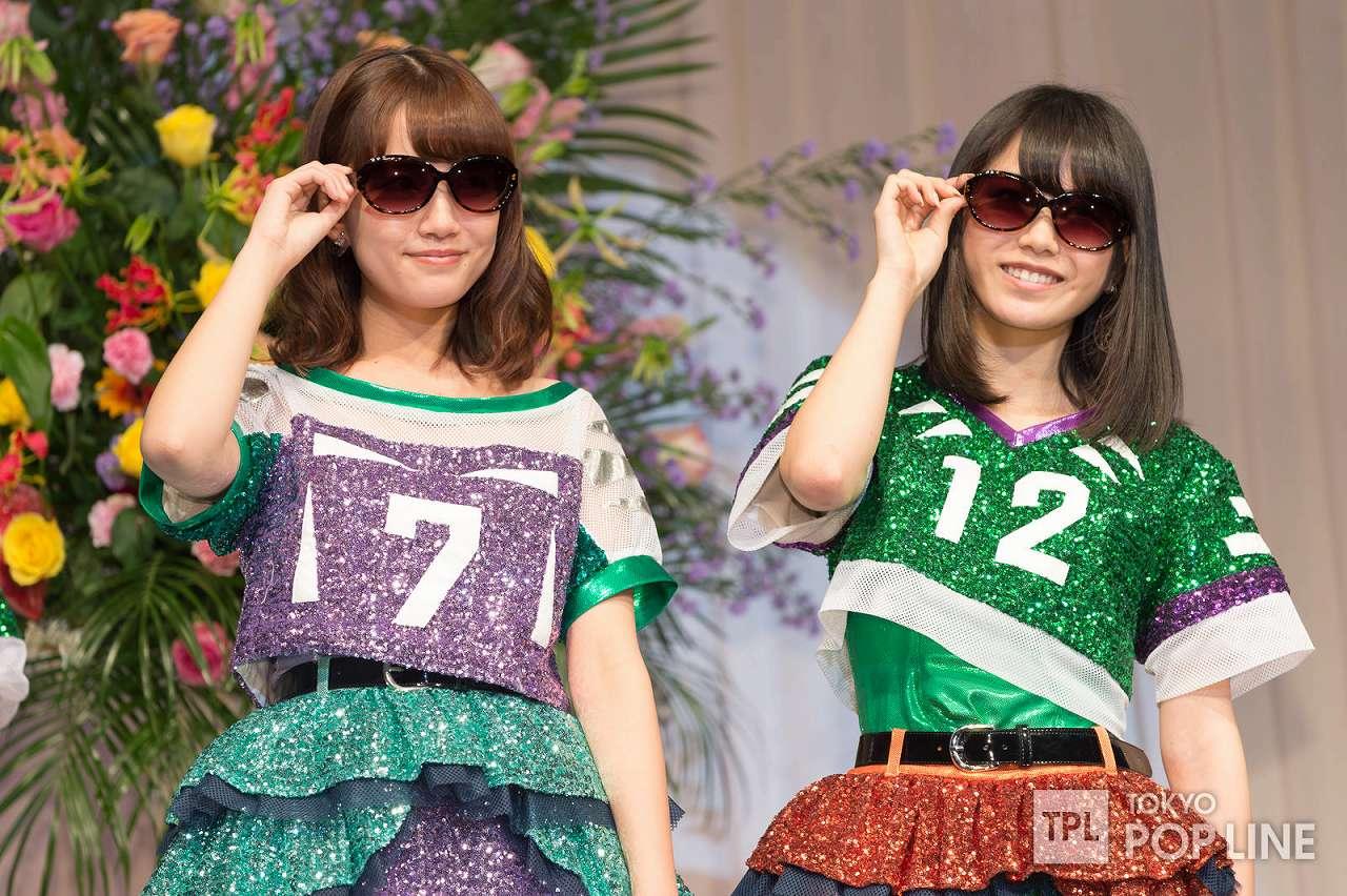 「第27回日本メガネベストドレッサー賞」を受賞したAKB48