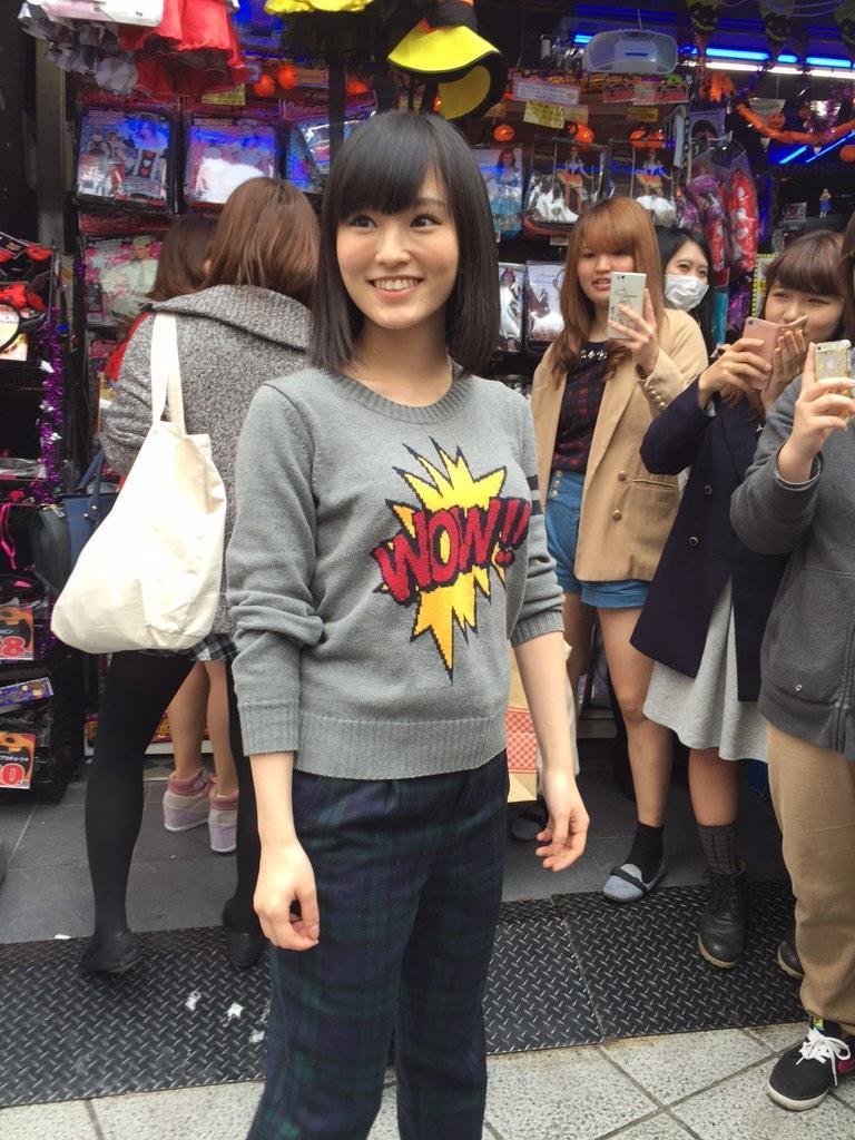 写真集の企画で渋谷ドンキ前で撮られた山本彩