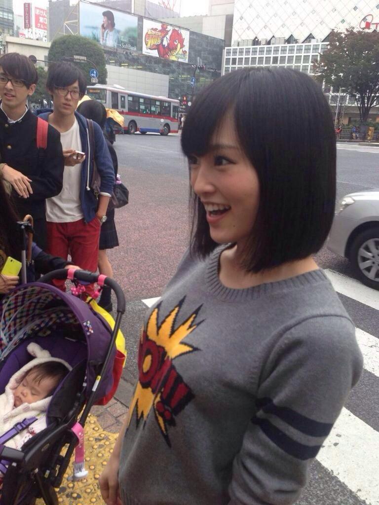 写真集の企画で渋谷でファンに撮影された山本彩