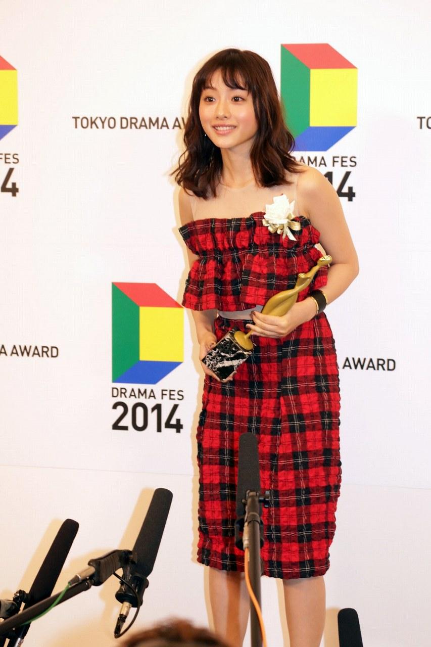 東京ドラマアウォード2014を受賞した石原さとみ
