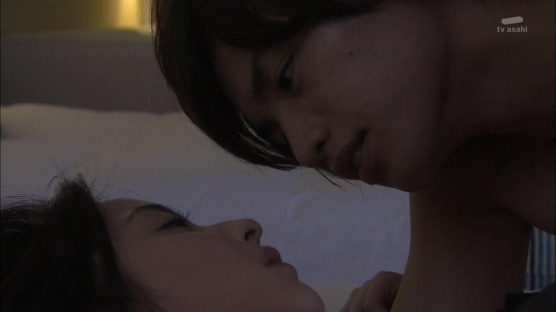 ドラマ「黒服物語」、佐々木希と中島健人のベッドシーン