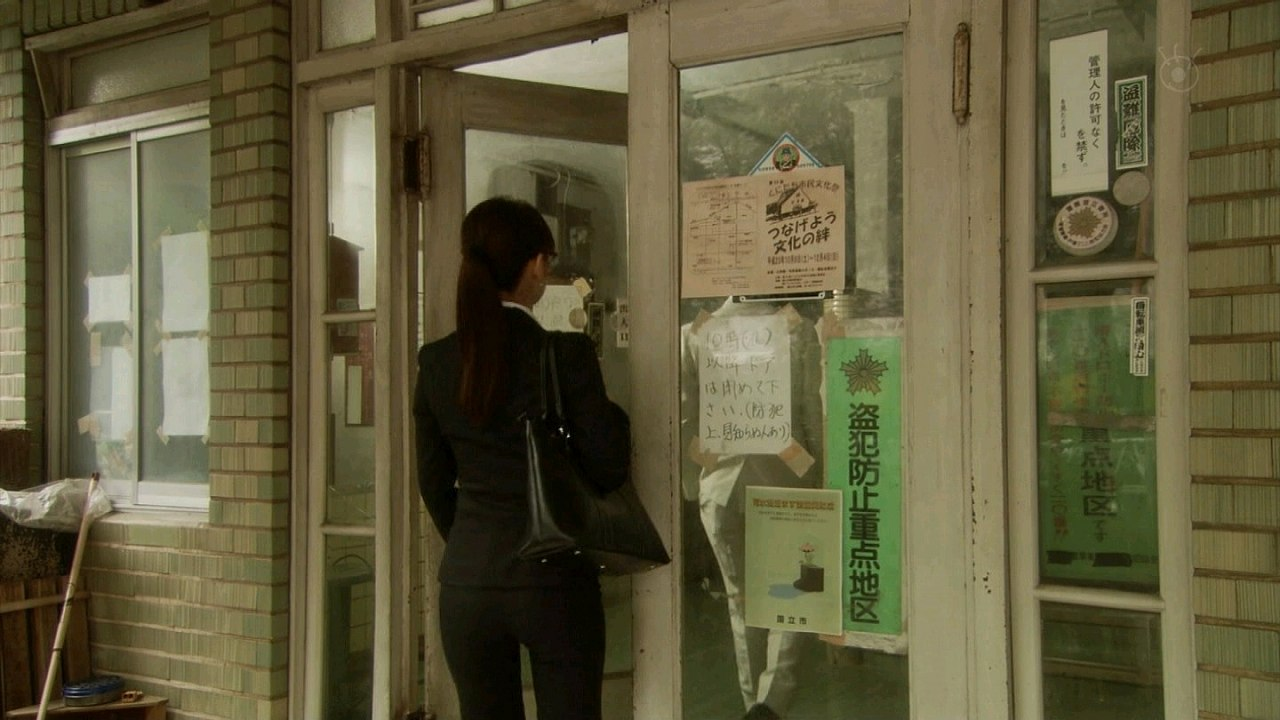 ドラマでパンツスーツを着た北川景子のケツ