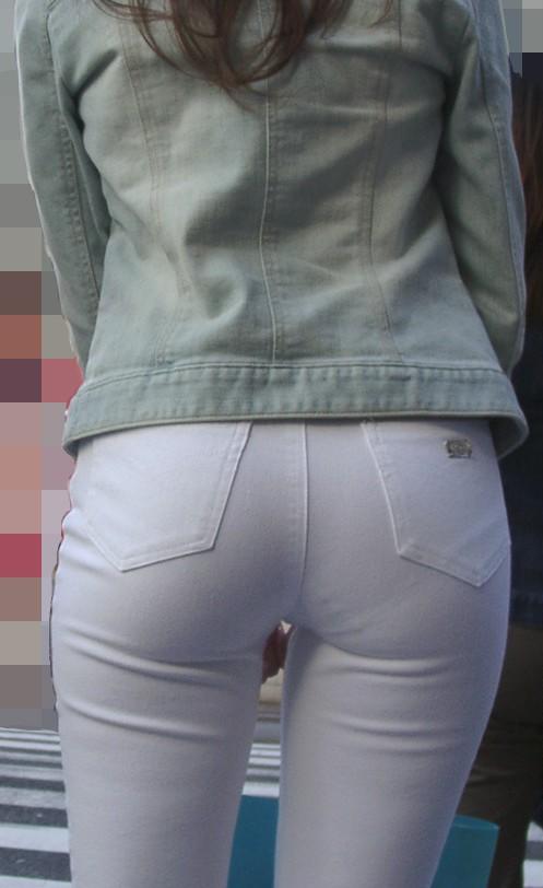 白いぴったりパンツを履いた新垣結衣のお尻