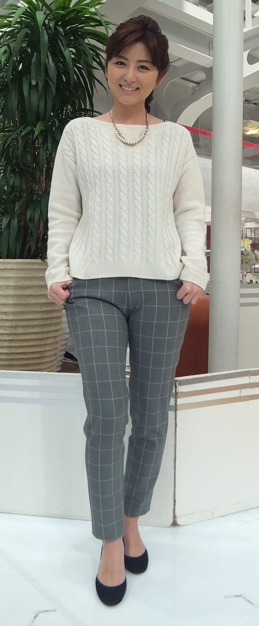 宇賀なつみアナがぴったりズボンを履いてワレメくっきり