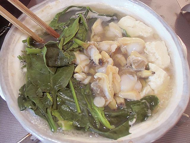 アサリ豆腐煮込み中