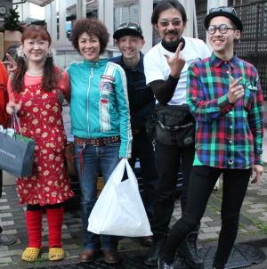 2013年5月29日(水)志穂さんファミリーと自宅前にて ブログ用