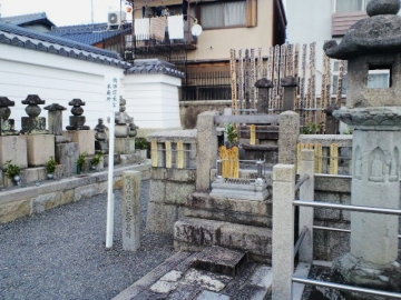 織田信長の墓
