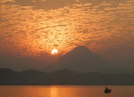 開聞岳に沈む夕日